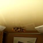 глянцевый потолок ПВХ